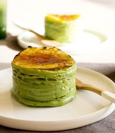 Oh yes, you read that right: Gluten-Free Mini Matcha Mille Crepe Cake. Queenie came up with this fantastic recipe and yup, it tastes as good as it looks.