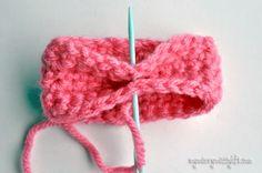 Easy Crochet Bow Pattern {free crochet pattern} ✿⊱╮Teresa Restegui http://www.pinterest.com/teretegui/✿⊱╮
