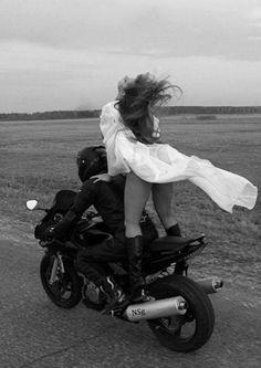 Πάντα ελεύθερη... - ROUNDABOUT 2013