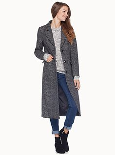 Danish Minimum collection at Twik   Chic and minimalist coat in thick black-and-white wool with lovely accent lapels   Thin shiny lining   Patch flap pockets in front    The model is wearing size 34