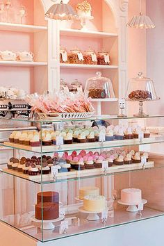 Peggy Porschen Cakes, www.peggyporschen… - New Deko Sites Patisserie Paris, Patisserie Design, Logo Patisserie, Mini Patisserie, Boutique Patisserie, Decoration Patisserie, Bakery Design, Bakery Store, Home Bakery