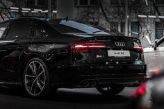 2017 Audi S8 back