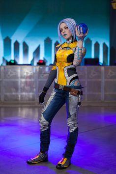 Character: Maya the Siren / From: 2K Games & Gearbox Software's 'Borderlands 2' / Cosplayer: Selen-cosvamp