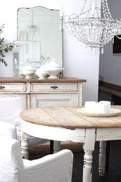 Romantic farmhouse dining room