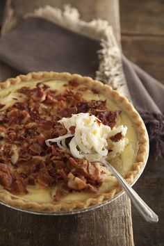 The Deen Bros Lighter Vidalia Onion Pie. (Similar to chicken pot pie except onions & bacon-- try this but add chicken) Vidalia Onion Pie Recipe, Vidalia Onions, Caramelized Onions, Side Dish Recipes, Pie Recipes, Cooking Recipes, Recipies, Vegetable Side Dishes, Vegetable Recipes