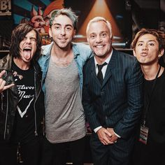 Great hangs in Los Angeles the other night with @kellinquinn of @swstheband @alexalltimelow of @alltimelow @johnfeldy  and @10969taka of @oneokrockofficial #backtothefutureheartstour #sleepingwithsirens #sws #kellinquinn #alltimelow #atl #alexgaskarth #oneokrock #taka #johnfeldman #grizzleemartin