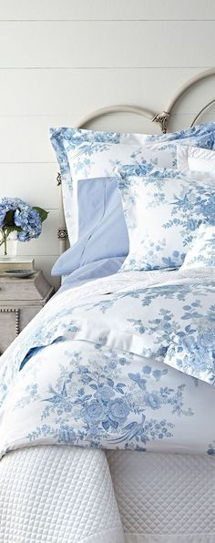 Coastal Bedding is a Great Way to Accessorize a Beach Theme Bedroom - Coastal Decor - Blue Rooms, White Bedroom, Pretty Bedroom, Coastal Bedrooms, Beautiful Bedrooms, Bedroom Decor, Bedroom Ideas, Bed Design, Luxury Bedding