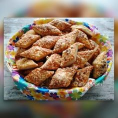 Ecetes sajtos sós rudak | Betty hobbi konyhája Garlic Bread, Baked Goods, Cereal, Almond, Food And Drink, Baking, Breakfast, Recipes, Hobbies