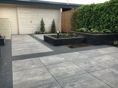 Strakke kindvriendelijke tuin in Veenendaal - Exterior Tiles, Palmer House, Outdoor Spaces, Outdoor Decor, House Landscape, Garden Inspiration, Garden Design, Sweet Home, Patio