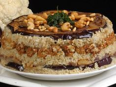 Palestinian Food Maklouba: vegetable upside-down dish. Usually made with cauliflower and eggplant and garnished with fried pine nuts - مقلوبة Armenian Recipes, Lebanese Recipes, Turkish Recipes, Indian Food Recipes, Ethnic Recipes, Persian Recipes, Lebanese Cuisine, Middle East Food, Middle Eastern Recipes