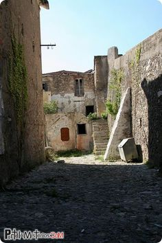 balestrino-italia-pueblo-fantasma
