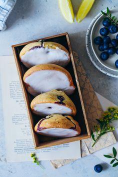 Blaubeere Zitronen Mohn Amerikaner Rezept lemon poppyseed blueberry black and white cookies gebäck zuckerzimtundliebe foodblog foodstyling wie backt man amerikaner blaubeerkuchen zitronenkuchen backen mit mohn backblog backrezept kuchen für kindergeburtstag zitronenkuchen