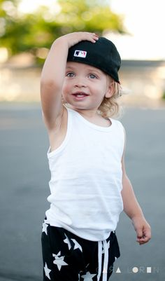 This kid is so cute! I really want to have a blue eyed baby!