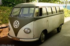 Barndoor Bus 1950 by Thorsten Haustein, via Flickr