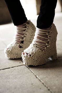 Take a look at the shoes seen on the feet of the most stylish girls on the streets of New York, London, and Paris at Fashion Week Spring/Summer 2017 Ugly Shoes, Sock Shoes, Crazy Shoes, Me Too Shoes, Weird Shoes, Unique Fashion, Fashion Details, Plastic Shoes, Caged Sandals