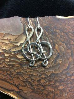 Treble Clef Argentium Sterling Silver Earrings von QuailHillDesign