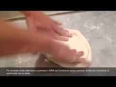 How to stretch the original neapolitan pizza   Come stendere la pizza na...