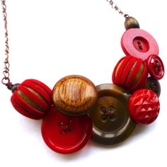 Chunky Textural Necklace with Red, Brown, and Wooden Buttons by buttonsoupjewelry on etsy Wooden Bead Necklaces, Chunky Chain Necklaces, Chunky Beads, Wooden Beads, Vintage Necklaces, Beaded Necklaces, Button Necklace, Red Necklace, Vintage Buttons