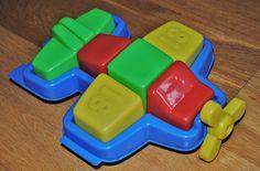 Avioneta de colores con piezas