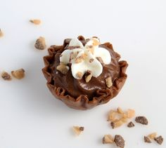 These double chocolate cream mini pies pack intense chocolate flavor, creamy sweetness and a crunch that's impossible to resist! Chocolate Strawberry Pie, Chocolate Cream, Strawberry Recipes, Chocolate Flavors, Chocolate Desserts, Phyllo Dessert Recipe, Phyllo Dough Recipes, Pie Dessert, Dessert Recipes