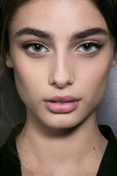Model Taylor Marie Hill backstage at Dolce & Gabbana Fall 2015 - MFW. Taylor Marie Hill, Beauty Skin, Beauty Makeup, Face Makeup, Hair Beauty, Eyebrows, Eyeliner, Best Beauty Tips, Beauty Hacks