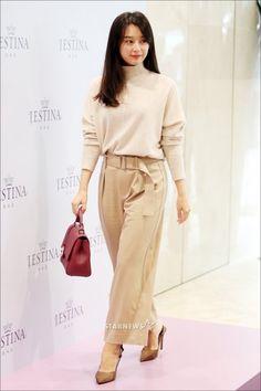 Kim Ji Won - Fan sign event by J.estina Office Fashion, Airport Fashion, Kim Ji Won, Pretty And Cute, Airport Style, Korean Actresses, Asian Woman, Movie Stars, Kdrama