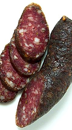 A recipe for landjaeger sausage, a German dry cured sausage that you can carry with you in the field. Make these with venison, beef or pork. Salami Recipes, Jerky Recipes, Venison Recipes, Gourmet Recipes, Cooking Recipes, Dried Sausage Recipe, Homemade Sausage Recipes, Smoked Elk Roast Recipe, Deer Recipes