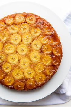Caramelized Banana Upside Down Cake brings banana bread to a whole new level. Be… Caramelized Banana Upside Down Cake brings banana bread to a whole new level. It takes one bowl and only 1 hour to make! Delicious Desserts, Dessert Recipes, Yummy Food, Cake Recipes, Baking Desserts, Cake Baking, Banana Upside Down Cake, Bananas Foster Upside Down Cake Recipe, Broma Bakery