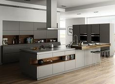 A kitchen is much more than a mere space for preparing hot and cold dishes. Cooking, eating and living in a kitchen, the modern kitchen is a true design object. This is also reflected in the new kitchen trends for the year The simple, white … Kitchen Room Design, Modern Kitchen Design, Kitchen Colors, Home Decor Kitchen, Kitchen Living, Interior Design Kitchen, New Kitchen, Home Kitchens, Condo Kitchen