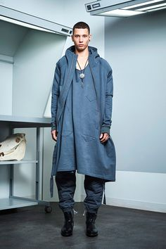Siki Im presented its Fall& 2017 collection during New York Fashion Week Men's. New Mens Fashion, New York Fashion, Urban Fashion, Fashion Show, Fashion Styles, Style Fashion, Sustainable Looks, Student Fashion, Winter Collection