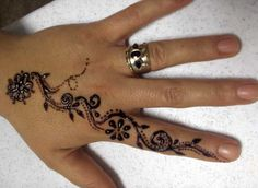 dainty... nice design but it looks like PPD laced black henna.