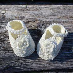 Church shoes for little princess  Ivory baby booties Lace crib shoes Newborn layette White dress shoes Goddaughter gift for little princess