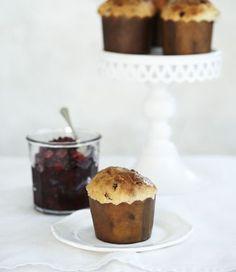 panettoni bambini with cranberry jam