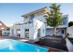 Stadtvilla  - Einfamilienhaus mit Einliegerwohnung (ELW) / #Zweifamilienhaus von Haacke Haus GmbH + Co. KG | HausXXL #Fertighaus #Mehrgenerationenhaus #modern #Zeltdach
