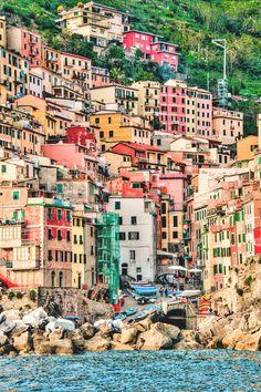 Эти персикового цвета дома на фоне моря... Италия - любовь моя! #Италия #Italy
