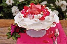 V Austrálii je to dort Pavlova ve Francii Meringue, u nás Pusinkový dort. Ozdobte ho květy a bude dokonalý Anna Pavlova, Meringue, Cake, Sweet, Food, Merengue, Candy, Kuchen, Essen