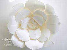 Flores enormes de papel - mão flores de papel rasgado franceses - como visto em The Martha Stewart Show