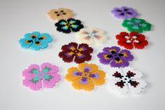 Imanes de flores hechos a mano. Hama beads por DecorarteLeon, €2.00