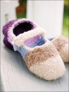 Knit slippers for children. Made with wool yarn on size 10 needles and felted. Size: child's shoe size 8 1/2 to 9 1/2.Skill Level: Beginner