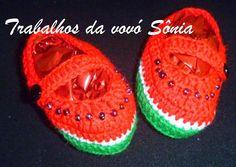 Trabalhos da vovó Sônia: Sapatinhos de bebê melancia - crochê