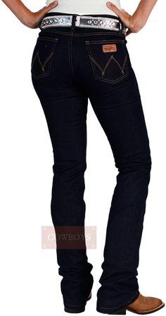 Calça Wrangler Feminina Slim Blue Intense Stretch Pre Lavada Cintura no lugar barra Flare  Calça jeans feminina na cor azul escura com stretch marca Wrangler Fabricada no Brasil. Confeccionada com 84% algodão,14% poliéster e 2% de elastano,que garante elasticidade ao vestir e se movimentar. Bolso frontal com acabamento em rebites personalizados, bolso traseiro com bordado exclusivo e etiqueta de couro com a marca Wrangler, cós com passantes, zíper frontal e botão de encaixe para o fechamento. Moda Country, Looks Country, Closet, Pants, Outfits, Fashion, Women's Cropped Jeans, Women's Work Fashion, Leather Label