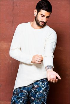 #Melendi #Moda Shawn Mendes, Singers, Crushes, Posters, People, Inked Men, Musica, How To Train Your Dragon, Beautiful Men