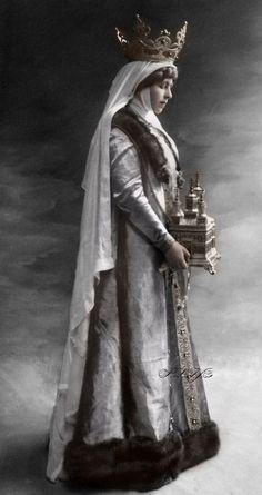 Queen Marie of Romania (born Princess Marie of Edinburgh and later Princess Marie Saxe-Coburg and Gotha Queen of Romania Royal Crowns, Royal Jewels, Draculas Castle Romania, Bran Castle Romania, Hetalia Romania, History Of Romania, Romania People, Romanian Royal Family, Royal Family Trees