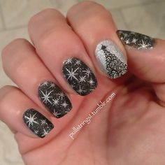 Nail Designs Holiday New Years // maybe a bit much all nails, but 1 or 2 with this would be really cute! Xmas Nails, New Year's Nails, Get Nails, Fancy Nails, Love Nails, Pretty Nails, Nail Art Designs, Holiday Nail Designs, Holiday Nail Art