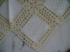 Pretty Square Crochet Lace Motif for Doily Crochet Bedspread Pattern, Crochet Square Patterns, Crochet Fabric, Crochet Quilt, Crochet Tablecloth, Crochet Squares, Filet Crochet, Crochet Designs, Crochet Stitches