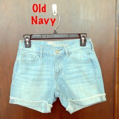 Sweetheart Fit, Denim shorts, Size 0   Brand: Old Navy, Fit: Sweetheart, Size: 0 Inseam: 4 1/2 in, Color: Light Blue wash Condition: Perfect, Blend: 80% cotton, 19% polyester, and 1% lycra  ♦️♦️Price Firm♦️♦️ Old Navy Shorts