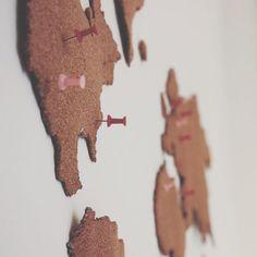 The Sassy Street: Make your own cork board map! Cork World Map, Cork Map, World Map Decor, Cork Board Projects, Diy Cork Board, Cork Boards, Art Wall Kids, Diy Wall Art, Make Your Own