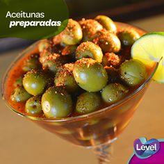 ¡Ponle sabor a tus reuniones con unas aceitunas preparadas!  Anímate a preparar esta sencilla, deliciosa y sofisticada botana con ingredientes que seguro tienes en tu refrigerador.