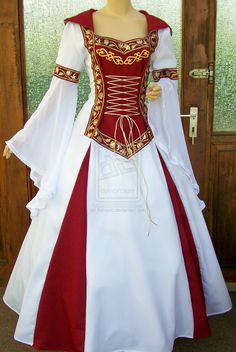medieval dress - pretty with the white and red. I found my medieval princess dress for Ren Fair 😍❤ Renaissance Costume, Renaissance Clothing, Medieval Fashion, Renaissance Wedding, Beautiful Gowns, Beautiful Outfits, Cool Outfits, Beautiful Beautiful, Ball Dresses