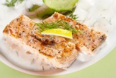 Eat These 5 Foods Today for a Better Brain Tomorrow - Spinat rezepte Salmon Recipes, Fish Recipes, Seafood Recipes, Great Recipes, Halibut Recipes Oven, Kosher Recipes, Seasoning For Fish, Fish In Foil Packets, Frozen Salmon